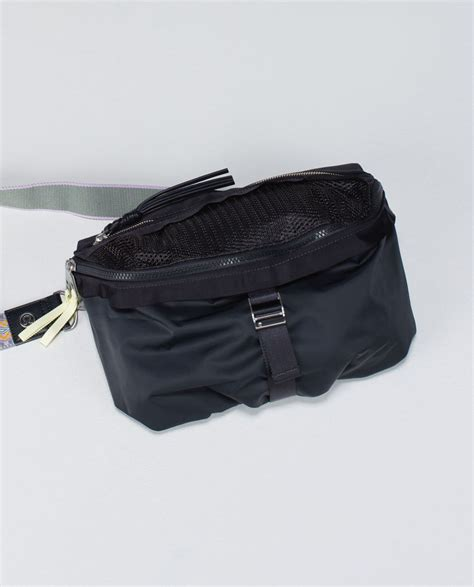 lululemon go lightly crossbody bag lululemon go lightly bag deep coal lulu fanatics