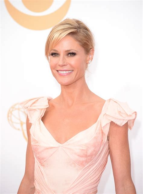 julie rancic julie bowen wears all the ruffles at the emmys 2013 lainey