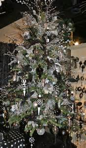 tree silver white: wwwchristmasinmaxwellcom black and white decorated christmas tree