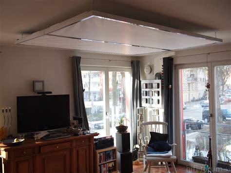 abgehängte decke mit led tapete beton wohnzimmer