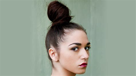 how do you do paris berlcs hairstyle on mighty med top knot bun hairstyles hairstyles