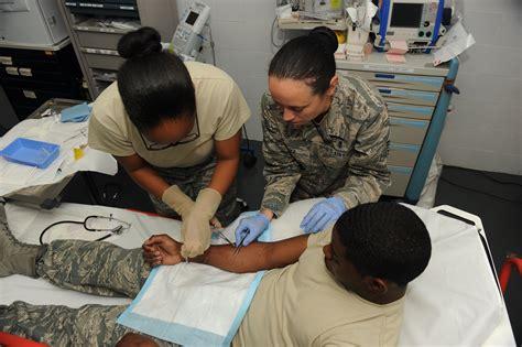 emergency room technician photos