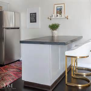 Kitchen Peninsula With Stools Gray Kitchen Peninsula With White And Gold Stools
