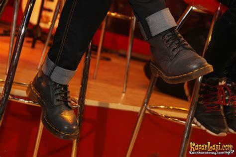 Sepatu Boot Dr Martin tantri dan chua kompak pakai dr martens kapanlagi