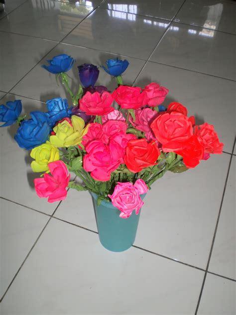 bunga mawar  botol plastik dauun