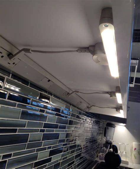 220 Ber 1 000 Ideen Zu Under Cabinet Lighting Auf Pinterest Cabinet Lighting Systems