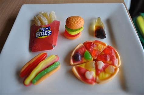 Yupi Mini Burger 108 Gr yupi gummy candies on quot sekarang burger pizza
