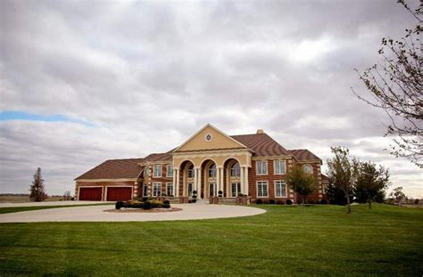 How Big Is 15000 Square Feet by Iowa Homes Of The Rich