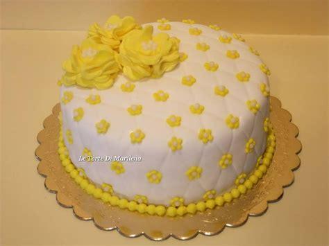 torte di pasta di zucchero con fiori fiori gialli in pasta di zucchero gpsreviewspot