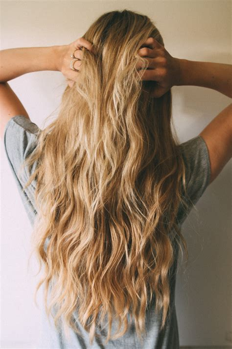 best beach wave spray for permed hair beachy waves tutorial barefoot blonde by amber fillerup