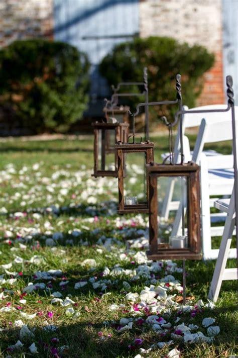outdoor wedding aisle 23 happywedd com