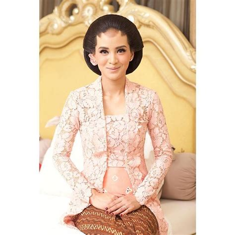 sanggul jebaya 568 best attire indonesia images on pinterest kebaya