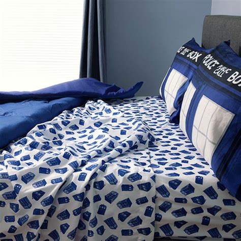 nerdy comforter sets doctor who tardis bedding at thinkgeek retro to go