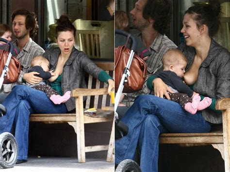 Maggie Gyllenhaal Breastfeeds In by Pictures 10 Who Breastfeed In