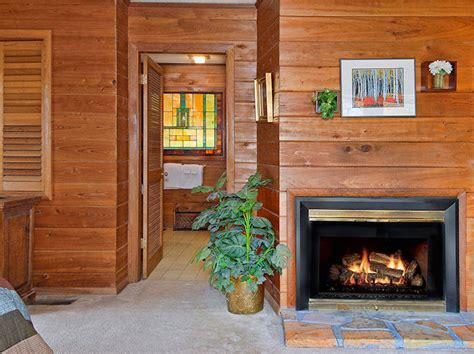 Gatlinburg Cabins With Wood Burning Fireplaces by Hemlock Log Cabin Aaron S Gatlinburg Cabins