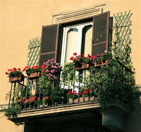 il balcone fiorito balcone fiorito fiori decorazione balconi