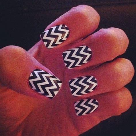 zig zag pattern nails 30 zig zag nail art exles