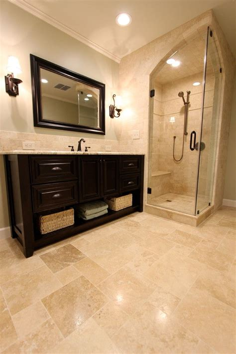 travertine bathroom best 25 travertine tile ideas on travertine