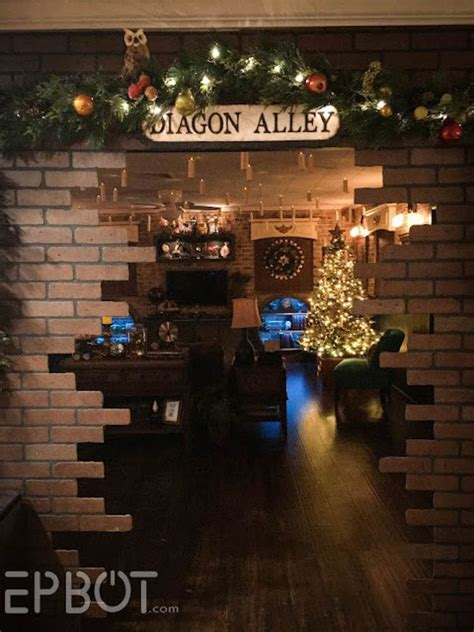 harry potter house decor this harry potter christmas party is truly magical neatorama