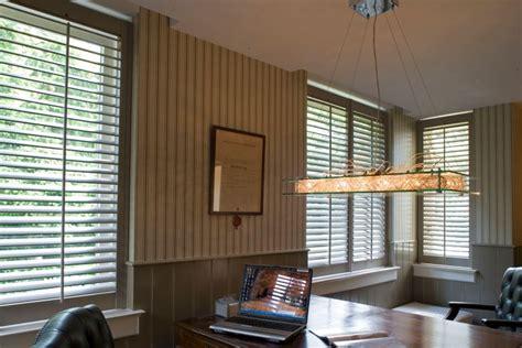 franse jaloezieen raamdecoratie in je kantoor jasno