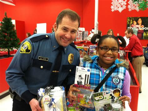 kuni westside infiniti lynnwood cops go shopping with needy children