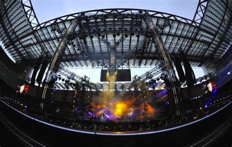 concerto vasco olimpico vasco in 65mila allo stadio olimpico donne sul web