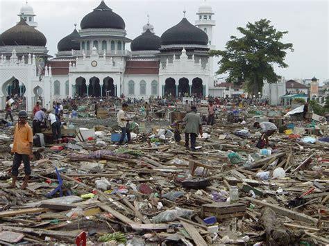 tsunami aceh junnilalita