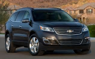 2013 chevrolet traverse front view photo 19