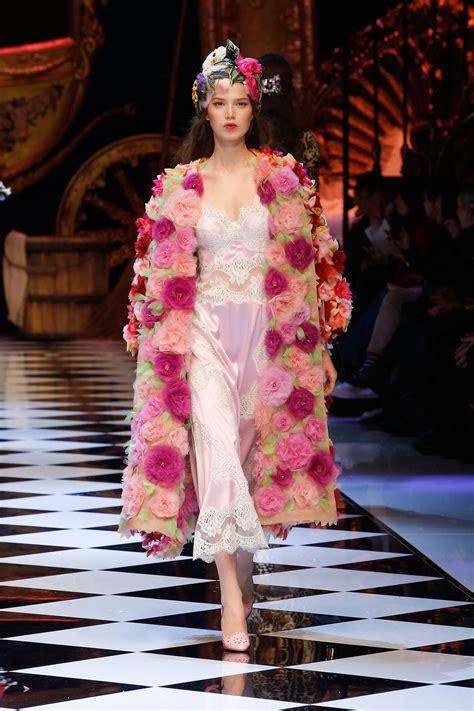 Fallwinter Fashion Dolce Gabbana Fashion Show by Dolce Gabbana Fall Winter 2017 Fashion Show Klassik
