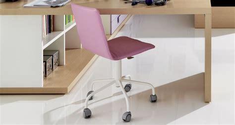 sedie per scrivanie camerette scrivania cameretta funzionale e colorata camerette moderne