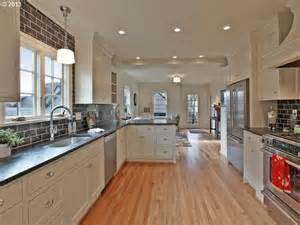 Galley Kitchen With Island Layout by Best 25 Galley Kitchen Layouts Ideas On