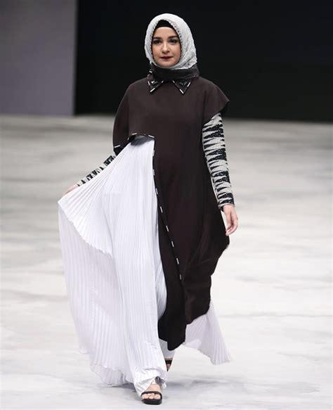 Gamis Remaja Zaskia Sungkar 30 Gaya Selebriti Di Indonesia Fashion Week 2016