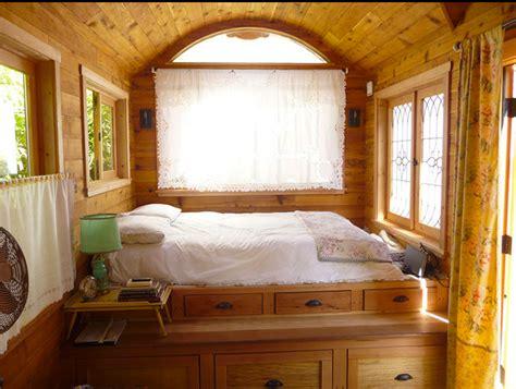 pedana letto boiserie c piccole camere da letto