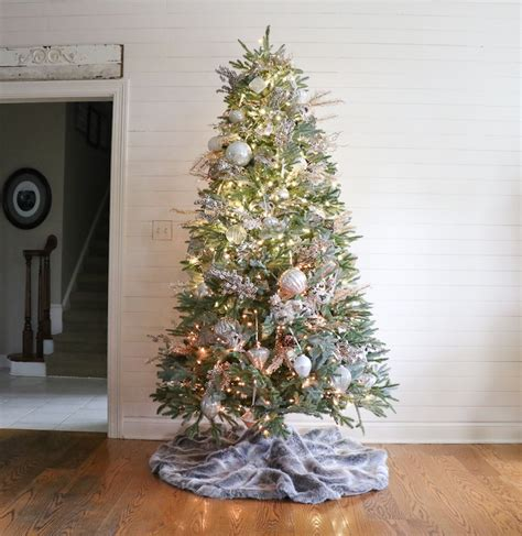 remodelaholic how to decorate a christmas tree in 5