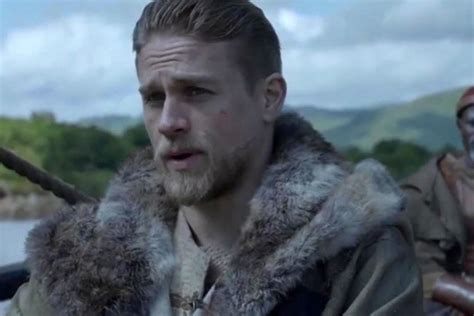 nedlasting filmer king arthur legend of the sword gratis charlie hunnam faces his destiny in king arthur legend