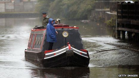 canal boat etiquette bbc bad canal etiquette contributing to water shortage