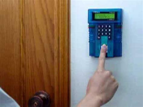apertura porta con impronta digitale accesso con impronta digitale iguard