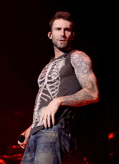adam levine and maroon in concert ate barclaycard center