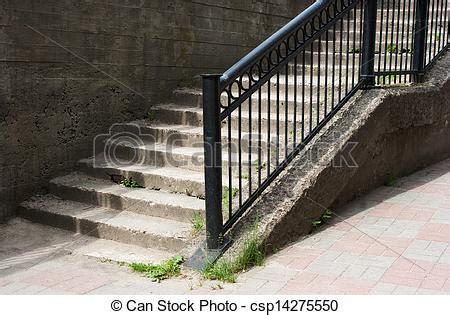 treppenaufgang geländer stadt beton metalltreppe gel 228 nder stockbilder suche