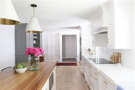 benjamin chantilly lace white kitchen cabinets with white subway tiles