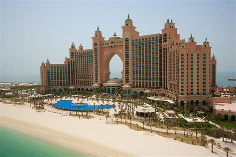 dubai atlantis     luxury hotel suite   cost    night  tax