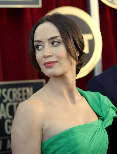 actress emily blunt english actress emily blunt hairstyle