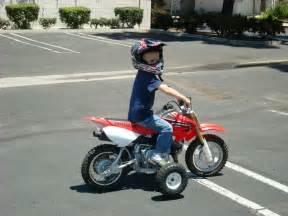50cc Honda Dirt Bike by 50cc Dirt Bike With Wheels Raising A Dirt Bike