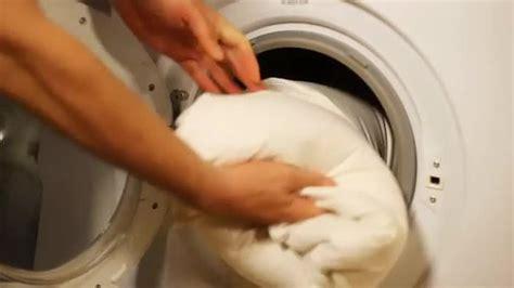 bettdecke vor gebrauch waschen kissen in der waschmaschine waschen dank simplem trick