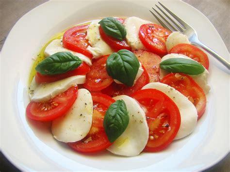 Tomate Mozzarella Schön Anrichten by Tomaten Mozzarella Salat Mit Balsamico Dressing Rezept
