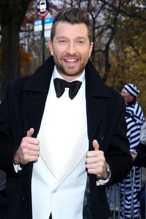 brett eldredge fan club 3 new christmas albums to get you in the holiday spirit