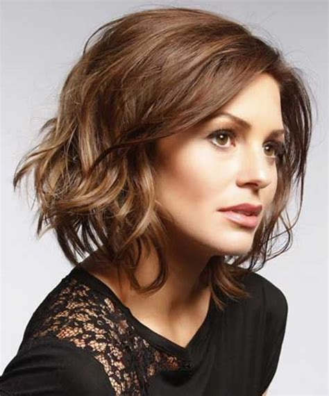 Best Short Haircuts For Brown Hair On Women Over 60 | 20 best short wavy haircuts for women popular haircuts