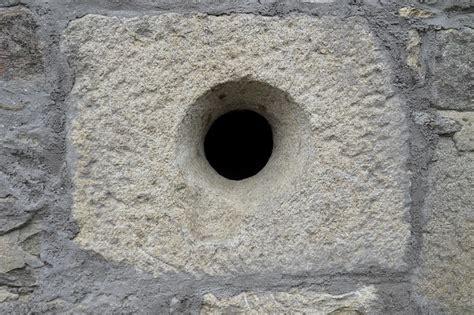 wall hole masonry  photo  pixabay