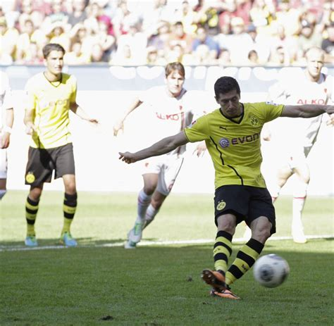 german fussball bundesliga wallpaper topspiel in der bis saisonende der bvb erh 246 ht das gehalt von lewandowski 460 | Borussia Dortmund s Lewandowski scores a penalty during German first division Bundesliga soccer match in Augsburg