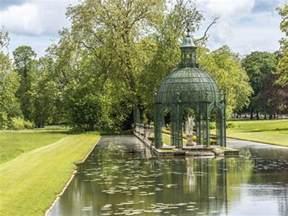 avec le n 244 tre dans les jardins du parc de chantilly